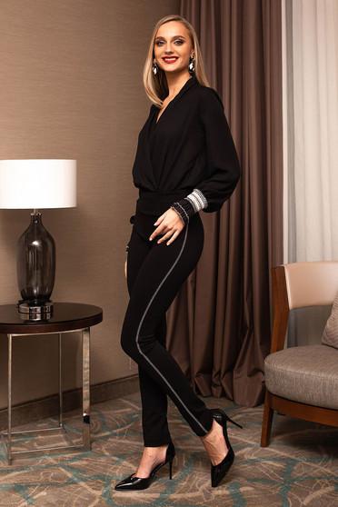 Fekete elegáns kónikus nadrág enyhén rugalmas szövetből strassz köves díszítéssel
