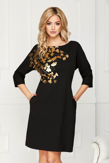 Fekete elegáns zsebes midi egyenes ruha szövetből virágmintás díszítéssel