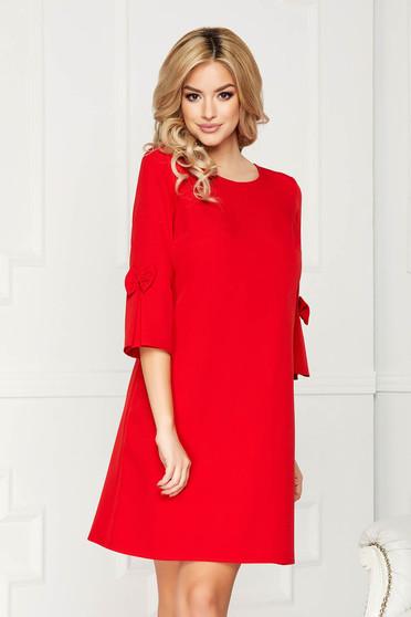 Piros elegáns midi egyenes ruha szövetből háromnegyedes ujjakkal