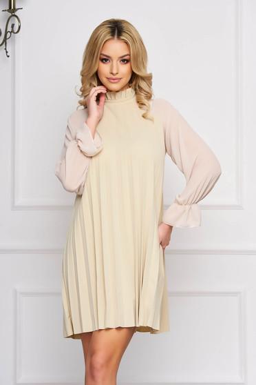 Krémszínű elegáns rövid a-vonalú ruha muszlinból hosszú ujjakkal
