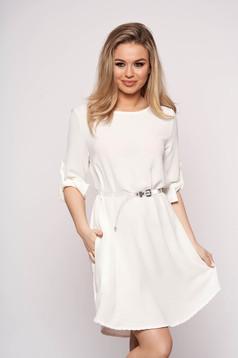 Fehér casual bő szabású aszimetrikus ruha öv típusú kiegészítővel háromnegyedes ujjakkal
