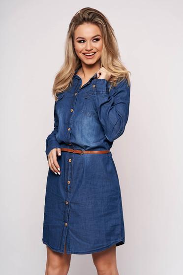 Kék zsebes rövid hétköznapi bő szabású ruha farmerből öv típusú kiegészítővel