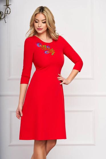 StarShinerS piros midi alkalmi harang ruha szövetből virágos hímzéssel