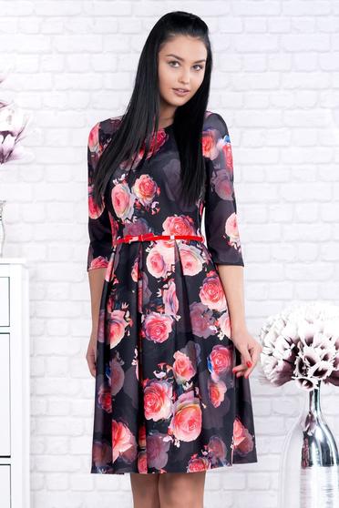 Fekete irodai rövid harang ruha virágmintás díszítéssel öv típusú kiegészítővel