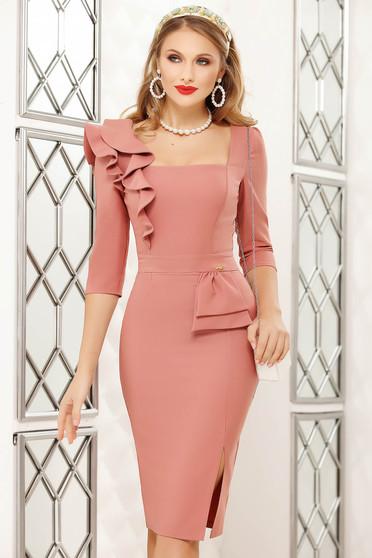 Púder rózsaszínű fodros midi irodai ceruza ruha