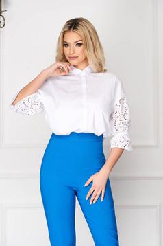 Fehér irodai szűk szabású rövid női ing gombokkal zárható bő ujjakkal