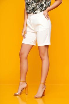 Fehér casual szűk szabású zsebes rövidnadrág rugalmas szövetből