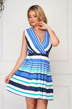 Kék hétköznapi rövid ruha deréktól bővülő szabású csíkos rugalmatlan pamut anyag