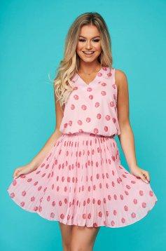 Pink casual két részes szoknyával rakott, pliszírozott női kosztüm pöttyös muszlinból