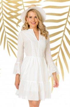 Fehér rövid hétköznapi harang ruha horgolt csipke bővülő ujjakkal
