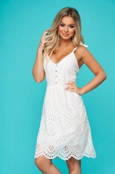 Fehér rövid hétköznapi ruha horgolt csipke egyenes szabás pántokkal