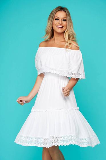 Fehér rövid hétköznapi ruha harang horgolt csipke diszitessel