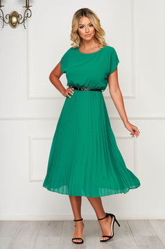 Zöld StarShinerS midi ruha elegáns rakott, pliszírozott szellős anyagból harang alakú gumirozott derékrésszel