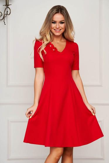 Piros StarShinerS elegáns midi harang ruha v-dekoltázzsal enyhén rugalmas szövetből virágos díszekkel