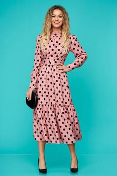 Pink hétköznapi gumírozott derekú midi ruha öv típusú kiegészítővel fodrok a ruha alján