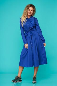 Kék hétköznapi fodros harang ruha övvel ellátva rugalmatlan pamutból