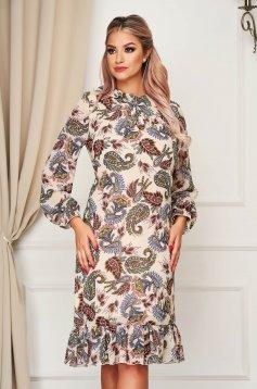 Krémszínű StarShinerS elegáns egyenes ruha muszlinból fodorral a ruha alján