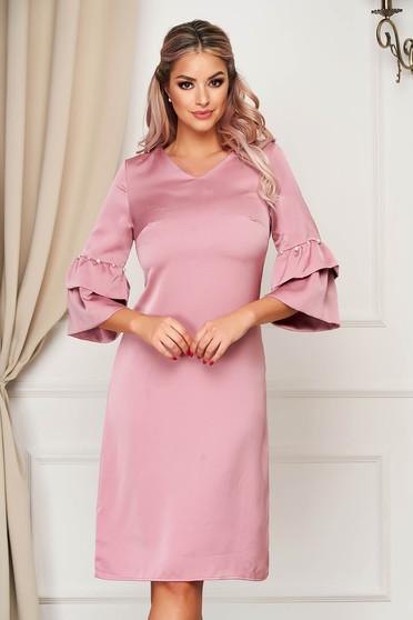 Világos rózsaszínű elegáns a-vonalú ruha bővülő ujjakkal gyöngy díszítéssel