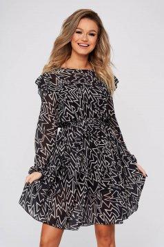 Fekete hétköznapi ruha harang alakú gumirozott derékrésszel muszlinból fodrokkal a ruha alján