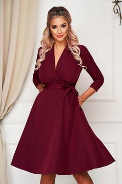 Elegáns harang StarShinerS burgundy midi ruha enyhén rugalmas szövetből zsebekkel