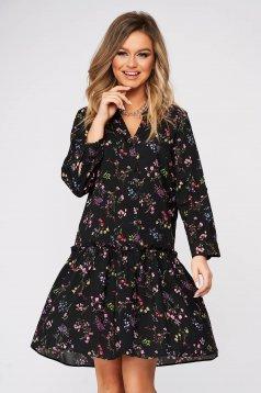 Fekete bő szabású ruha v-dekoltázzsal virágmintás vékony anyagból