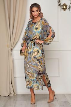 Cappuccinobarna StarShinerS elegáns ruha harang alakú gumirozott derékrésszel hosszú szellős anyagból kivágott ujjrész