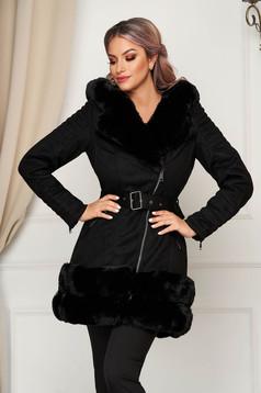 Fekete elegáns dzseki műbőrből karcsusított szabású bundabélessel ellátva