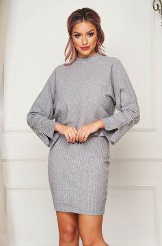 Szürke casual kötött két részes női kosztüm ruhával és pulóverrel