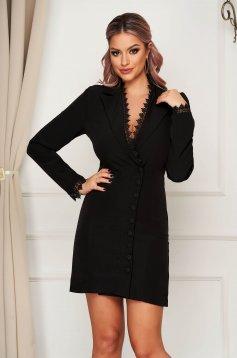 Fekete ruha elegáns rövid zakó tipusú hímzett betétekkel szövetből