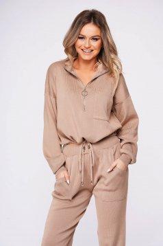 Krémszínű casual kötött két részes nadrágos bő szabású női kosztüm gumírozott derekú