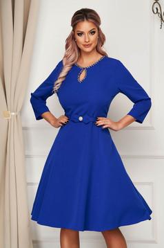 Kék midi elegáns harang ruha szövetből strassz köves díszítéssel
