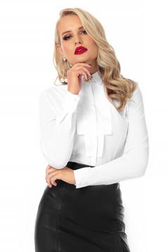 Fehér irodai női ing szűk szabású vékony anyagból kendő jellegű gallérral