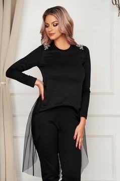 Fekete StarShinerS aszimetrikus bő szabású női blúz tüll kiegészítővel strassz köves díszítéssel