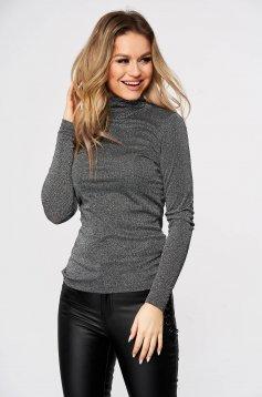 Ezüstszínű magasnyakú szűk szabású vékony anyagú kötött casual pulóver