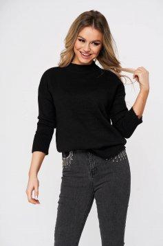 Fekete bő szabású casual pulóver kötött anyagból
