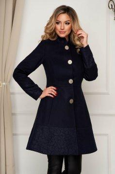 Kabát elegáns sötétkék szövetből harang zsebes béléssel
