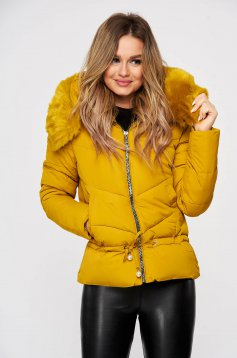 Mustársárga eltávolítható kapucni vízlepergető casual dzseki zsinórral műszőrme díszítéssel