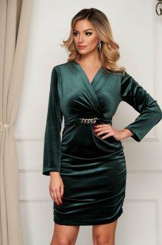 Zöld alkalmi ruha bársonyból fém lánccal van ellátva