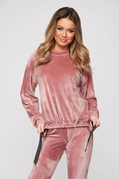 Púder rózsaszínű StarShinerS bő szabású casual női blúz bársonyból zsinórral