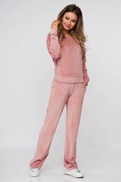 Sportos szettek kétrészes világos rózsaszínű nadrágos bársonyból bő szabású