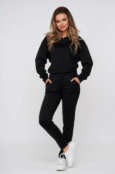 Fekete fix kapucnis kétrészes nadrágos sportos szett
