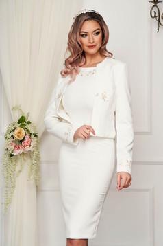 Fehér StarShinerS elegáns női kosztüm szövetből rugalmas anyagból hímzett betétekkel