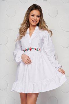 Fehér galléros bő szabású fodros női ing