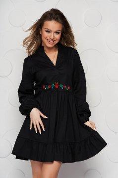 Fekete galléros bő szabású fodros női ing