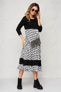 Rakott, pliszírozott bő szabású fekete midi ruha finom tapintásu anyagból