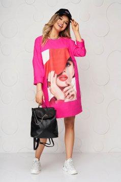 Pamutból készült bő szabású rövid pink ruha nyomtatott mintával
