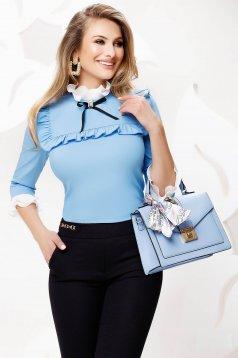 Világoskék szűkített irodai női ing masnikkal van ellátva enyhén rugalmas anyagból