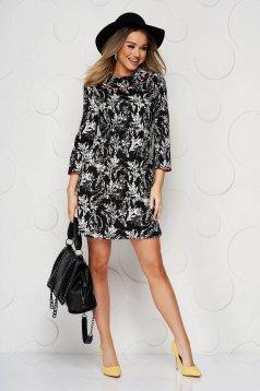 Fekete ruha egyenes dupla gallér enyhén rugalmas anyagból virágmintás