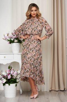 Krémszínű ruha muszlinból béléssel grafikai díszítéssel harang alakú gumirozott derékrésszel