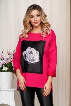 Pink bő szabású női blúz grafikai díszítéssel rugalmas pamutból
